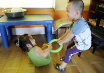 Tuyệt chiêu hay giúp mẹ dạy con không tranh cướp đồ chơi với bạn