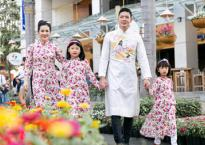 Gia đình Bình Minh thướt tha áo dài dạo phố ngày xuân
