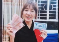 Háo hức nhận lì xì từ BB Trần, Hari Won 'méo mặt' khi thấy số tiền bên trong
