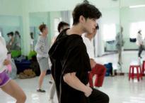 Trước ngày sang Hông Kông, Noo Phước Thịnh vẫn tích cực tập nhảy cùng vũ đoàn