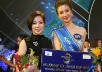 """Bà Thu Hương - Đại diện NTT Kosxu lên trao giải """"Thí sinh có làn da đẹp nhất"""""""