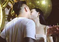 Tuấn Hưng hôn vợ ngọt ngào trong ngày sinh nhật