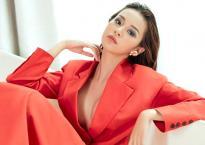 Phí Phương Anh tiết lộ chi nửa tỷ để mua sắm áo quần mỗi tháng