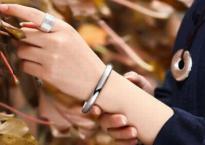 Vì sao phụ nữ nghèo đến mấy cũng nên mua 1 chiếc vòng bạc để đeo?