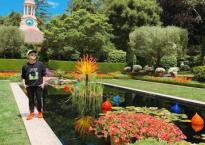 Nhật Tinh Anh khoe ảnh chụp trong vườn hoa đẹp như 'chốn bồng lai tiên cảnh' ở Mỹ