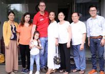 Đoan Trang đưa chồng Tây và con gái về quê Long Khánh nhân dịp Trung Thu