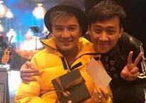 Dù sinh nhật đã qua nửa tháng, Trấn Thành vẫn nhiệt tình sang Mỹ tặng quà cho Đàm Vĩnh Hưng