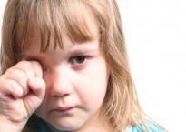 'Mẹ ơi, hôm nay cô giáo đánh con', khi nghe trẻ nói câu đó bố mẹ nên làm gì?