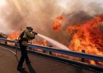 Cháy rừng thế kỷ tại California nuốt gọn hàng nghìn biệt thự hạng sang ở Mỹ, số người thiệt mạng tăng lên mức kỷ lục