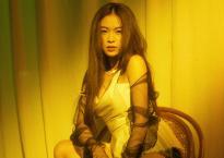 Hoàng Thuỳ Linh ma mị, quyến rũ với vest xẻ sâu táo bạo