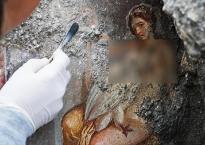 Phát hiện bức bích họa gợi cảm cách đây gần 2.000 năm