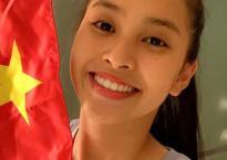 Hoa hậu Tiểu Vy rạng rỡ bên cờ đỏ sao vàng chúc mừng Việt Nam thắng Philippines
