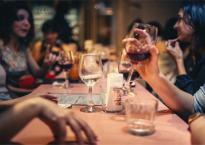 Nghiên cứu mới gây sốc: Uống rượu có thể khiến người ta sống lâu hơn tập thể dục