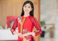 Á hậu Phương Nga diện áo dài dịu dàng trình diễn thời trang