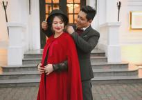 """""""Bà bầu"""" Thanh Thúy đẹp rạng ngời cùng chồng dạo phố Hà Nội"""