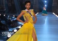 H'Hen Niê tỏa sáng rực rỡ với đầm dạ hội tại bán kết Miss Universe 2018