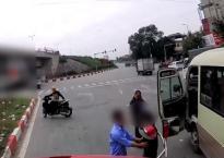 Clip: Thách thức với xe container, tài xế xe khách nhận cái kết cực đắng