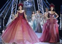 Hoa hậu Tiểu Vy cùng Hoa hậu Đỗ Mỹ Linh giữ vị trí vedette hoá thân thành bản ngã của nhau