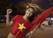 Ăn mừng Việt Nam vô địch, Tiểu Vy lao xuống đường sẵn sàng 'đi bão'
