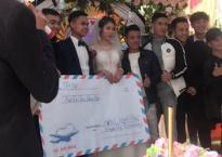 Chiếc phong bì mừng cưới to bằng tờ giấy A0 khiến dân tình 'phát sốt'