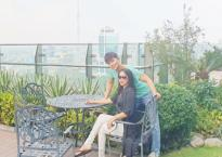 Ca sĩ Mỹ Lệ hào hứng khám phá villa hơn 2 triệu đô rợp bóng cây xanh của Nathan Lee