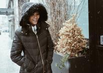 Hoa hậu H'Hen Niê đẹp như tranh với thần thái ngút ngàn dưới trời tuyết trắng xoá