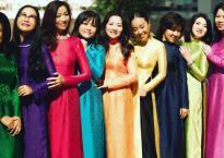 Đoan Trang cùng hội 'chị em bạn gái' diện áo dài đại náo đường phố Sài Gòn