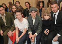 """David Beckham bảnh bao cùng 4 con tới ủng hộ bà xã Victoria tại """"Tuần lễ thời trang London"""""""