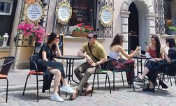 Vượt qua cú sốc tinh thần, Diễm My được bạn trai doanh nhân tháp tùng công tác kết hợp du lịch Ba Lan