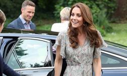 Được Nữ hoàng ưu ái giao cho cương vị đặc biệt, Công nương Kate xuất hiện với hình ảnh đẹp quên lối về