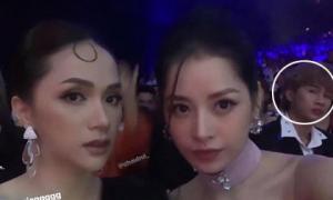 Chi Pu selfie cực xinh cùng Hoa hậu Hương Giang, nhưng nhân vật phía sau hai mĩ nhân mới gây tranh cãi