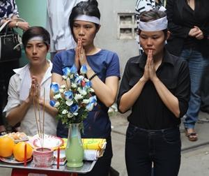 Em gái MC Quang Minh nghẹn ngào tiễn đưa anh trai về nơi an nghỉ