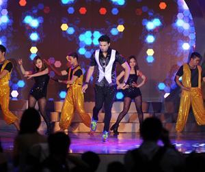 Avinash Mukherjee đốt cháy sân khấu sinh nhật IMC bằng màn nhảy điêu luyện