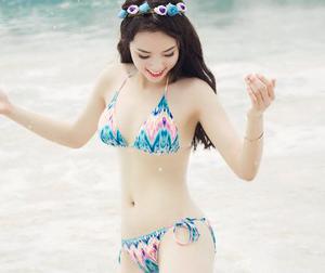 Hoa hậu Kỳ Duyên khoe body 'mướt mắt' trên biển
