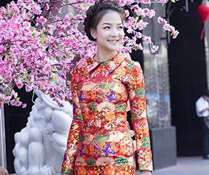 'Bản sao' Hoa hậu Nguyễn Thị Huyền rạng ngời trên phố xuân