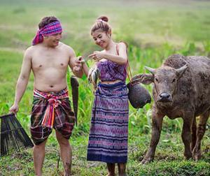 Bộ ảnh cưới độc dân dã 'gây sốt' của cặp vợ chồng trẻ