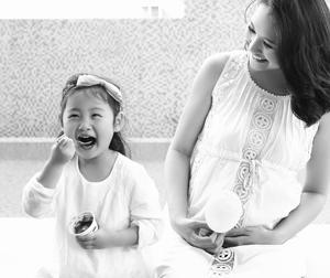'Hoa hậu đẹp nhất Châu Á' Hương Giang đã sinh con gái thứ hai nặng 3,3kg