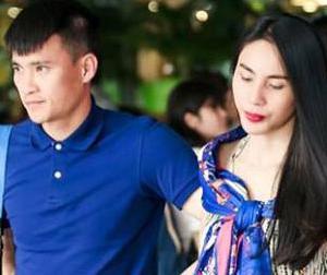 Vợ chồng Thủy Tiên buồn bã, âm thầm rời sân bay