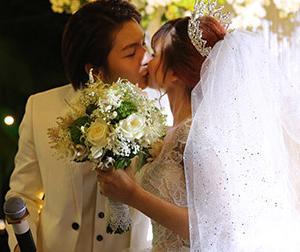 Đám cưới Khởi My - Kelvin Khánh: Chú rể ngọt ngào hôn cô dâu
