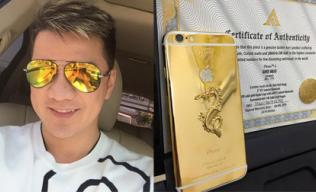 Đàm Vĩnh Hưng khoe điện thoại dát vàng 24K khắc tên mình