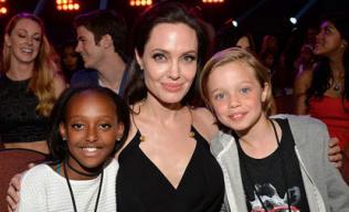 Angelina Jolie gầy guộc khi công khai xuất hiện sau phẫu thuật
