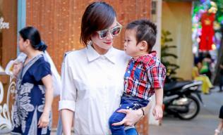 Dương Yến Ngọc khoe con trai hotboy trên phố