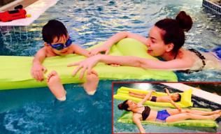 Hà Hồ diện đồ nóng bỏng bơi tại nhà cùng Subeo