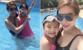 Trương Ngọc Ánh rạng rỡ đi bơi cùng con gái