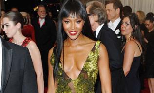 'Báo đen' Naomi Campbell lĩnh 6 tháng tù treo vì hành hung paparazzi