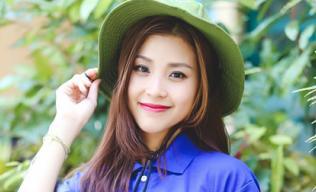 Á hậu Diễm Trang giản dị trong màu áo xanh tình nguyện