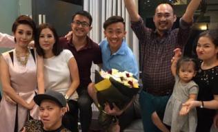 Trấn Thành 'tưng tửng' trong tiệc sinh nhật muộn sau khi thừa nhận yêu Hari Won