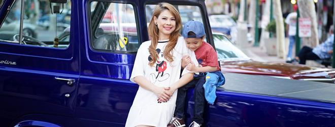 Thanh Thảo và con trai nuôi diện đồ năng động dạo phố ở Mỹ