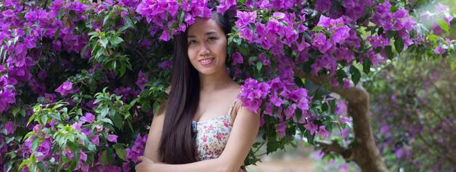 Hoa hậu Mỹ Xuân e ấp, dịu dàng bên hoa giấy tím