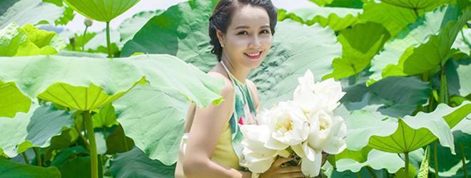 Mai Thu Huyền đẹp dịu dàng e ấp bên hoa sen